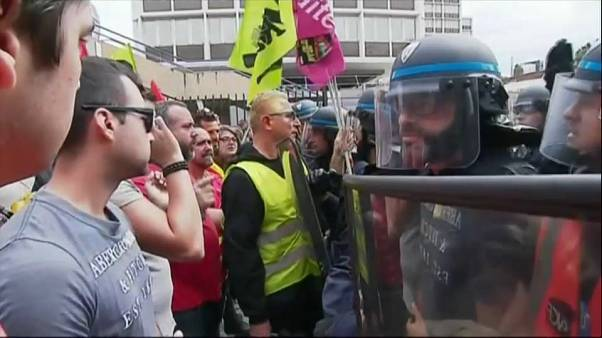 Enfrentamientos entre trabajadores del sector ferroviario y policías en Niza