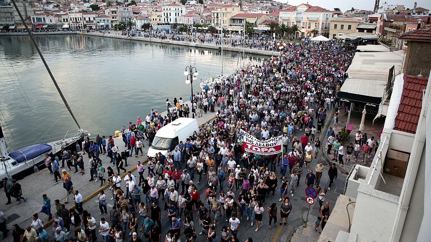 Midilli Adası'nın sakinlerinden sığınmacılara protesto