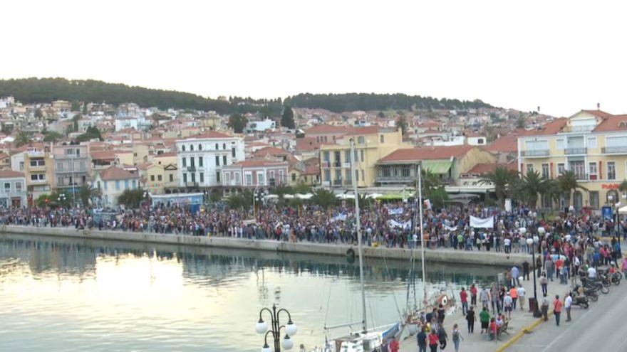 معترضان خشمگین در لسبوس یونان به استقبال آلکسیس سیپراس رفتند