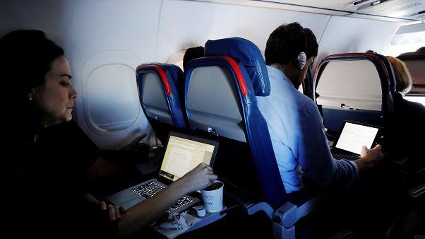 أمريكا تطالب مطارات العالم بتفتيش أكثر صرامة لأجهزة المسافرين الإلكترونية