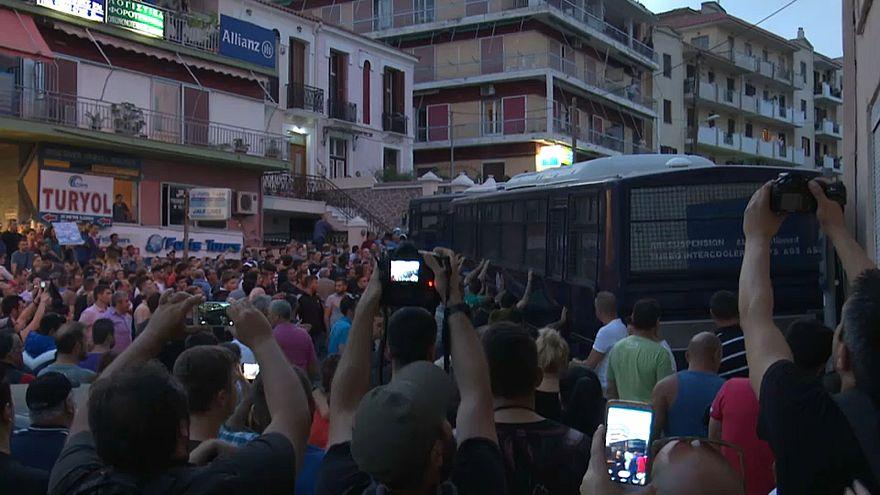 Grecia: Tsipras visita l'isola di Lesbo, proteste della popolazione