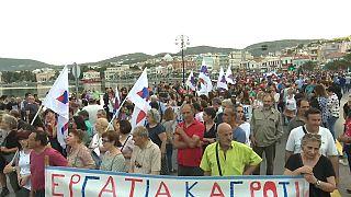 Tsipras recebido com protestos em Lesbos