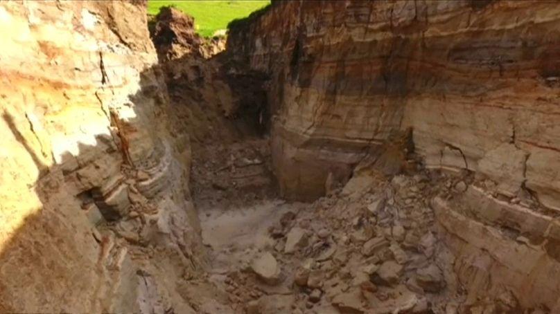 Aparece gigantesco socavón en Nueva Zelanda