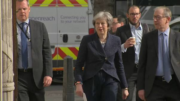 Theresa May resiste en los comicios locales británicos