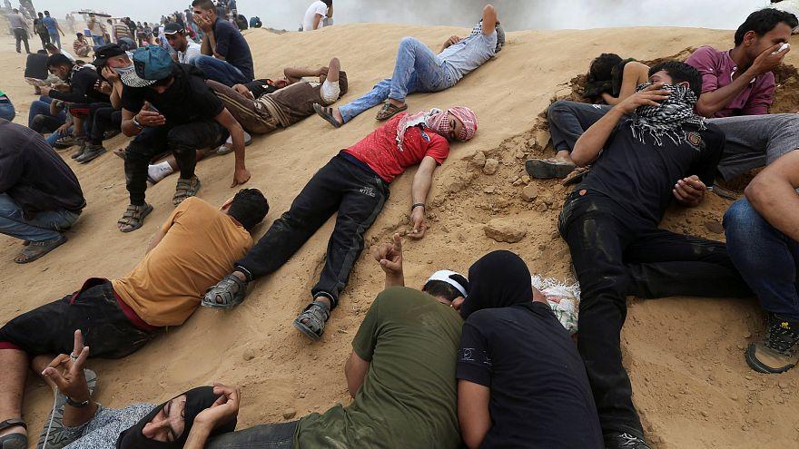 1100 مصاب جراء إطلاق إسرائيل الرصاص الحي وقنابل الغاز على متظاهرين فلسطينيين