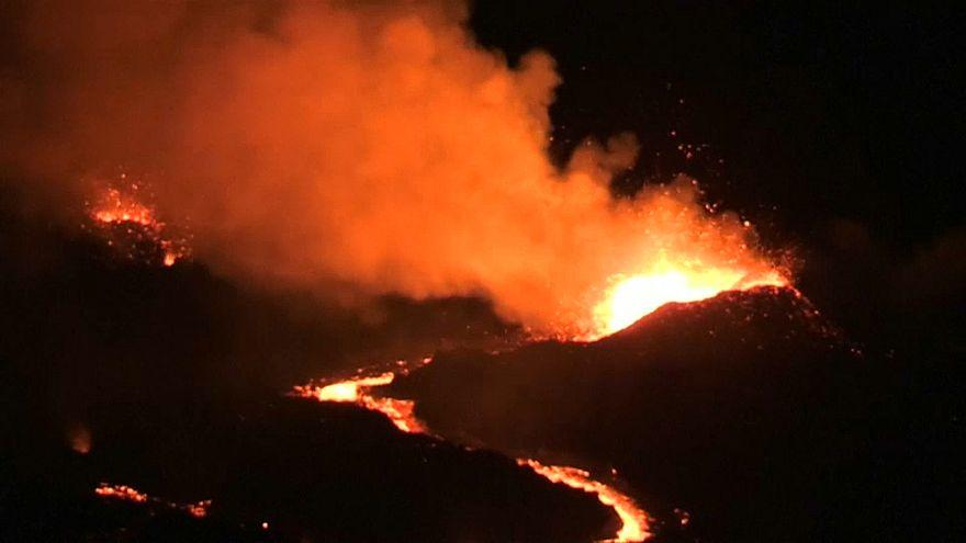 Lo spettacolo dell'eruzione del Piton de la Fournaise