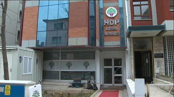 Τουρκία: Παρατείνεται η κράτηση μελών του φιλοκουρδικού HDP