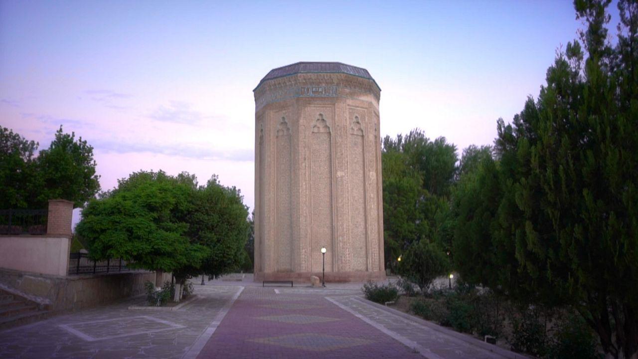 کارت پستال از نخجوان آذربایجان؛ آرامگاه مؤمنه خاتون