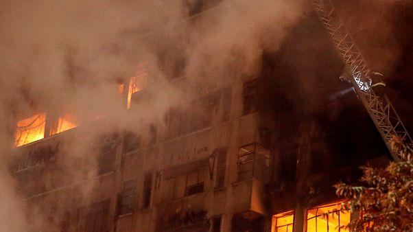Incêndio num prédio em São Paulo que ruiu