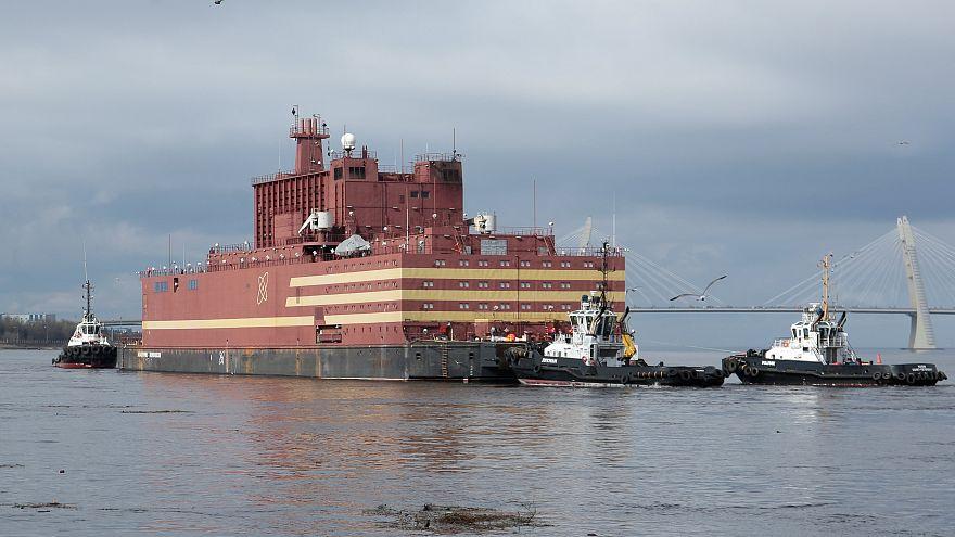 "Greenpeace dénonce un ""Tchernobyl flottant"""