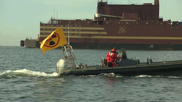 Greenpeace преследует российскую плавучую АЭС