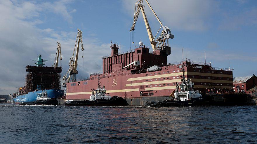 Schwimmendes Atomkraftwerk auf dem Weg ins Eismeer