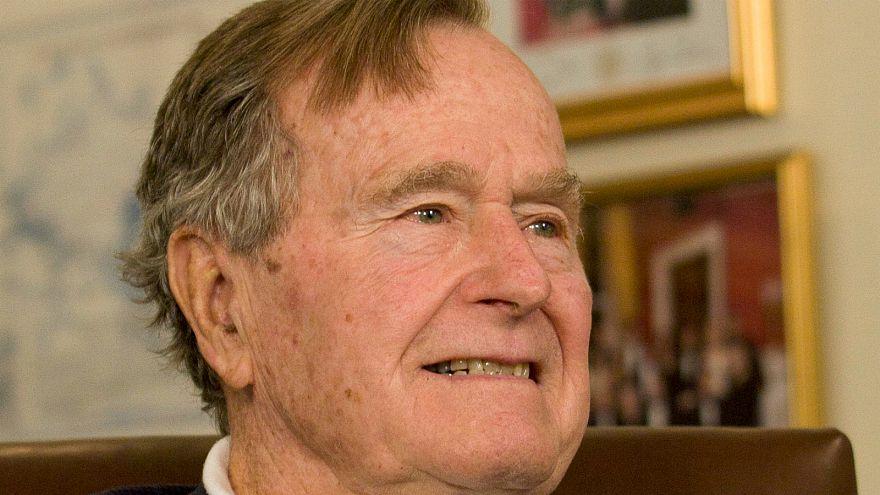 عودة جورج بوش الأب لمنزله بعد أسبوعين من العلاج بمستشفى في هيوستون