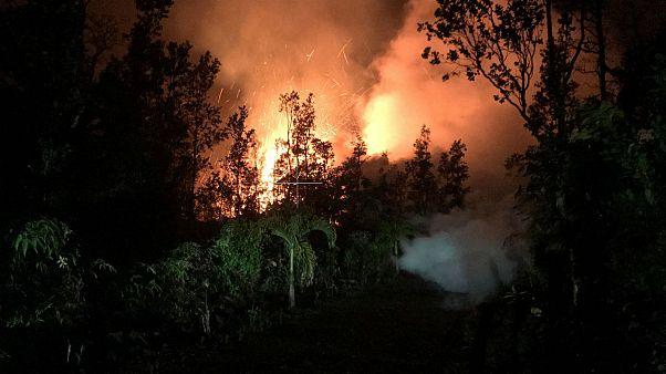 هاوایی؛ گدازه های آتشفشانی تا ارتفاع ۳۰ متری فوران کردند