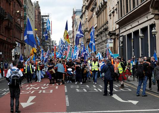Thousands take part in pro-independence march in Glasgow