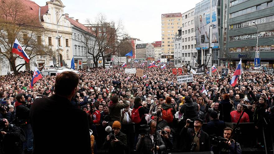 Slovakian protesters call for early elections