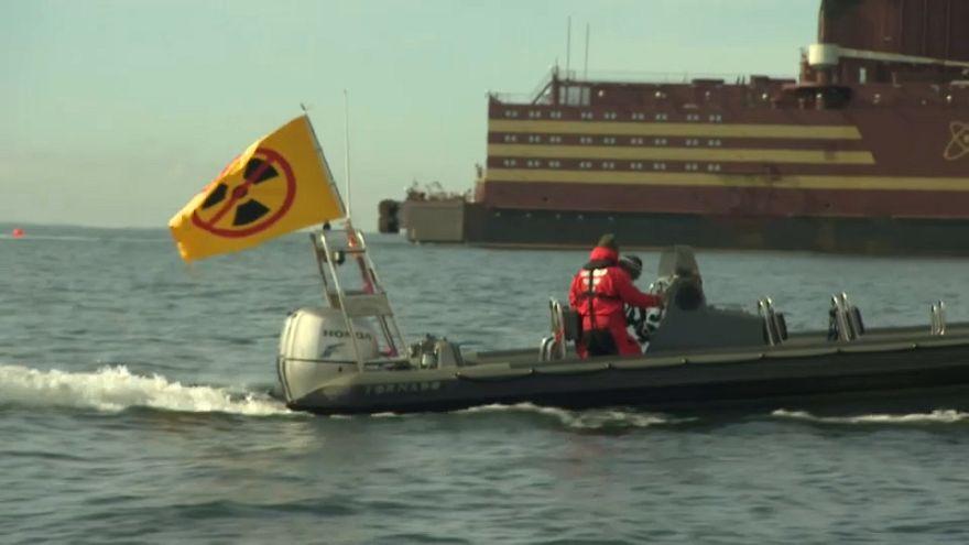 """Greenpeace contro la """"centrale nucleare galleggiante"""""""