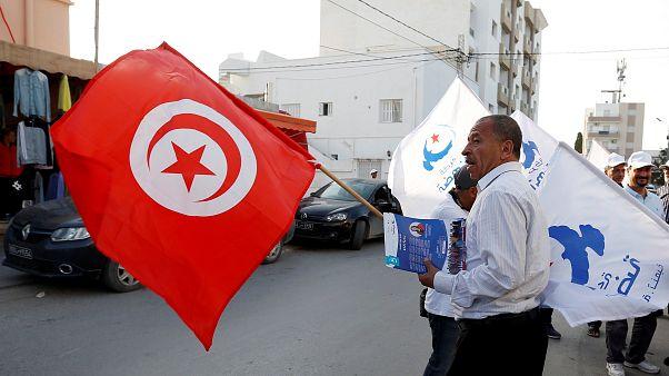 التونسيون يختارون ممثليهم في أول انتخابات بلدية حرة وسط عدة مشاكل اقتصادية