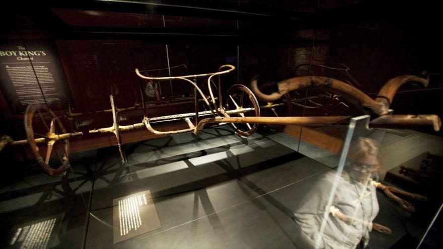آخر عجلة حربية للملك توت عنخ آمون تلتحق بالمتحف المصري الكبير