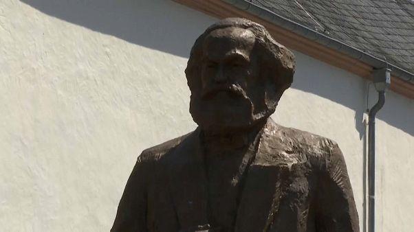 Karl Marx a 200 anni dalla nascita. Una statua divide una città