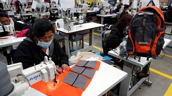 مصنع للألبسة
