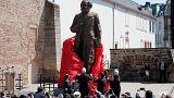 Trier enthüllt Karl-Marx-Statue zum 200-jährigen Geburtstag