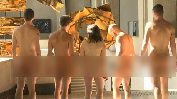 "شاهد: متحف ""باليه دو طوكيو"" بباريس يفتتح أبوابه للعراة"