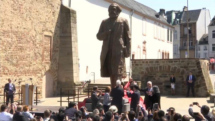 """Una estatua gigante de Karl Marx, """"regalo envenenado"""" de China a Alemania"""