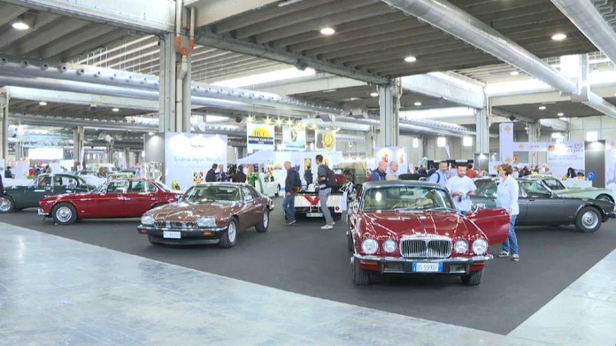 """A Verona, il """"luna park"""" per gli appassionati d'auto d'epoca"""