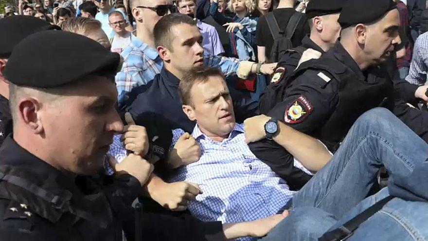 Navalny e mais de mil opositores de Putin detidos na Rússia
