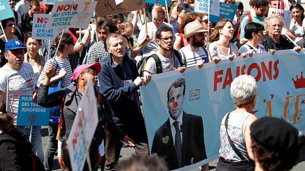 """مظاهرة """"احتفالية ماكرون"""" تطالبه بوقف الإصلاحات القاسية"""
