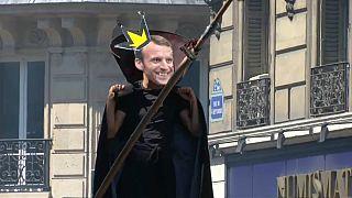"""Plusieurs dizaines de milliers de manifestants font la """"fête à Macron"""""""