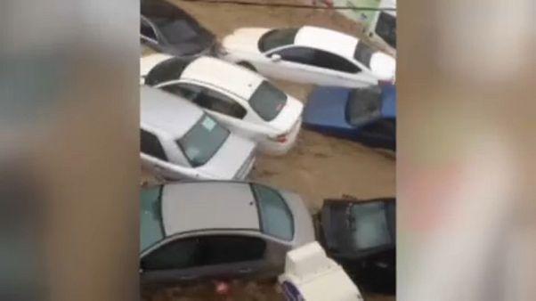 Autókat sodort el az árvíz Ankarában