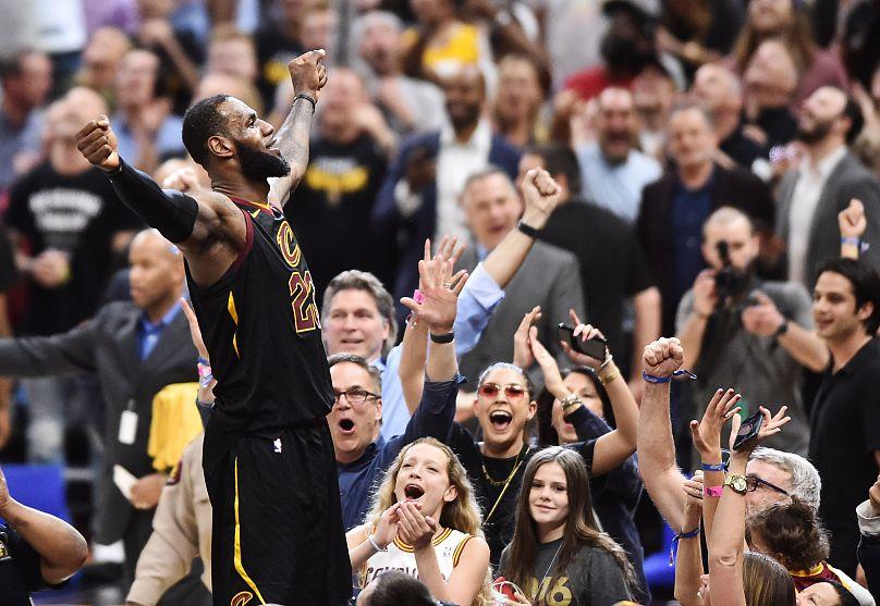 Плей-офф НБА. «Кливленд» и«Бостон» вплотную приблизились кфиналу конференции