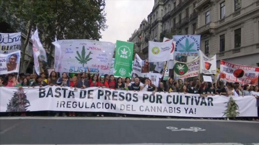 """Miles de argentinos en la """"Marcha mundial de la marihuana"""""""