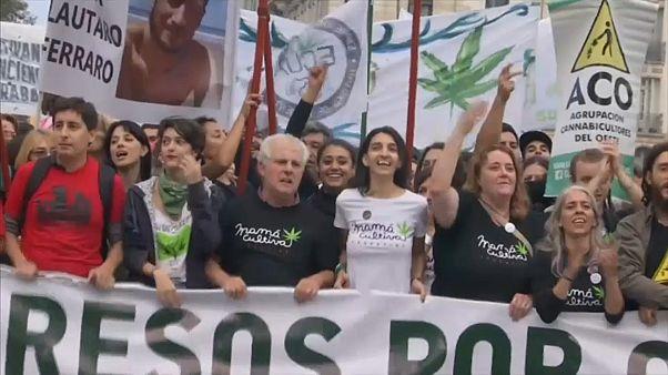 Arjantin: Esrara serbestlik yürüyüşü