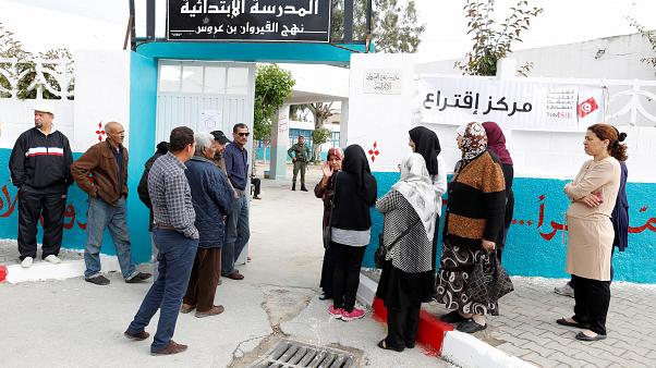 التونسيون ينتخبون مجالسهم البلدية في أول انتخابات حرة منذ الثورة