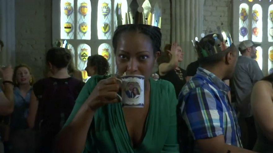 Un bar américain aux couleurs royales britanniques à l'approche du mariage de Harry et Meghan
