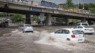 Ankara'da ani bastıran yağış ve sel vatandaşları korkuttu