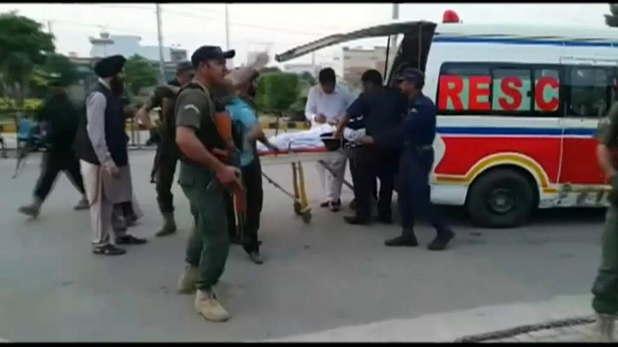 إصابة وزير الداخلية الباكستاني إحسان إقبال في هجوم مسلح في إقليم البنجاب