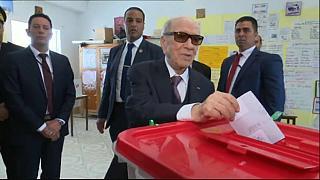Tunisia's president votes in local elections