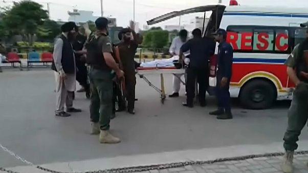 Pakistanischer Innenminister bei Attentatsversuch verletzt