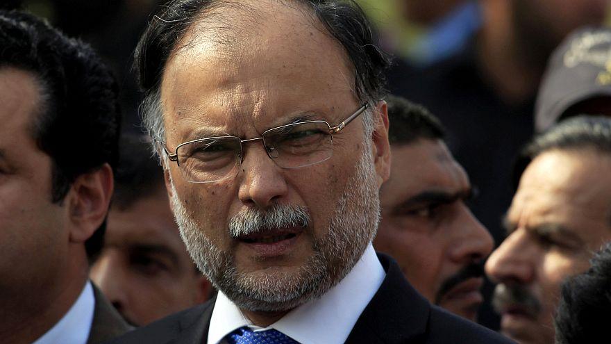 Ранен глава МВД Пакистана