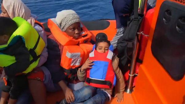 شاهد: منظمة إسبانية تنقذ 105 مهاجرين بالقرب من السواحل الليبية