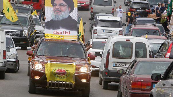 Un coche con una fotografía de Hasan Nasrala, el líder de Hizbulá