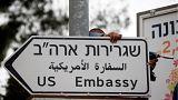 إسرائيل تبدأ في وضع لافتات للسفارة الأمريكية الجديدة في شوارع القدس