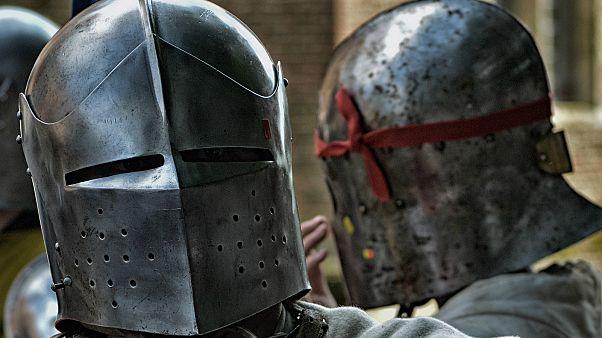 Zwei Teilnehmer sind bereit für den Kampf.