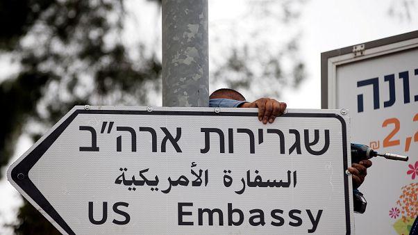 """Ιερουσαλήμ: Πινακίδες με την ένδειξη """"Πρεσβεία των ΗΠΑ"""""""
