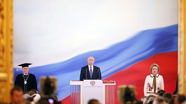 بوتين يتسلم عهدته الرئاسية الرابعة ويرشح ميدفيديف رئيسا للوزراء