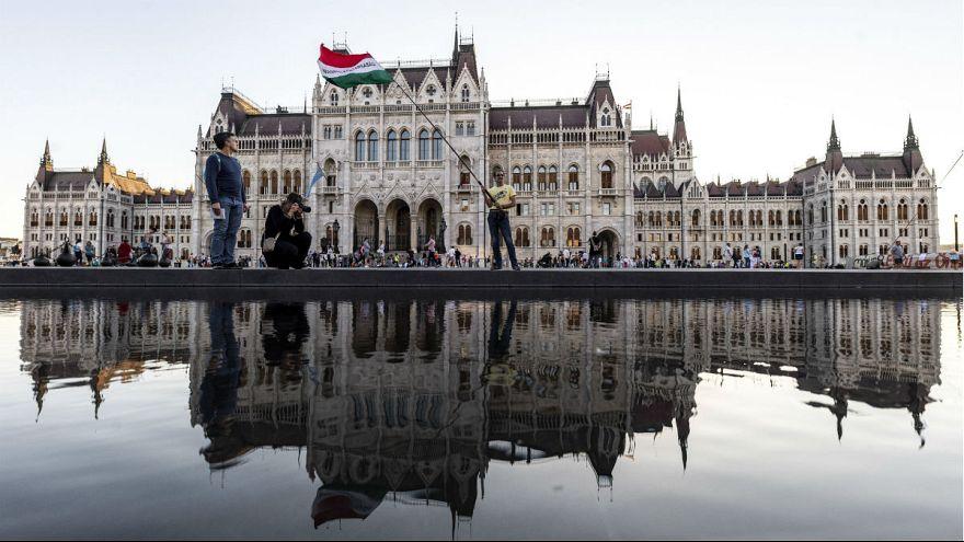 Résztvevők az Élőláncot a Parlament köré! demonstráción